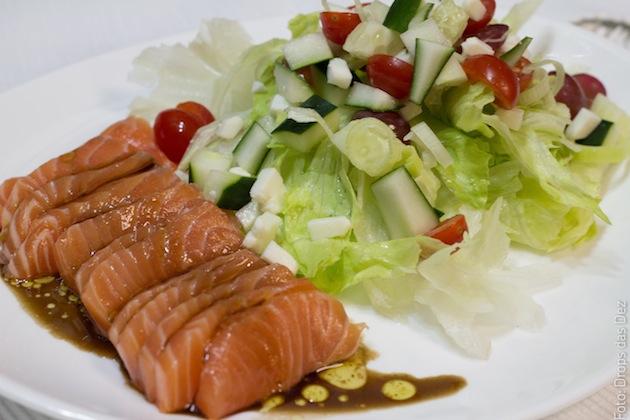 Salada-de-Salmão-com-uvas-e-queijo-de-cabra