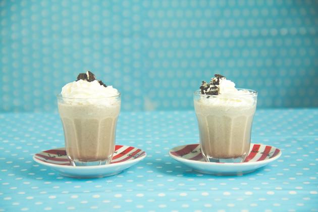 receitas-de-drinks-milkshake-de-oreo-com-vodka-2