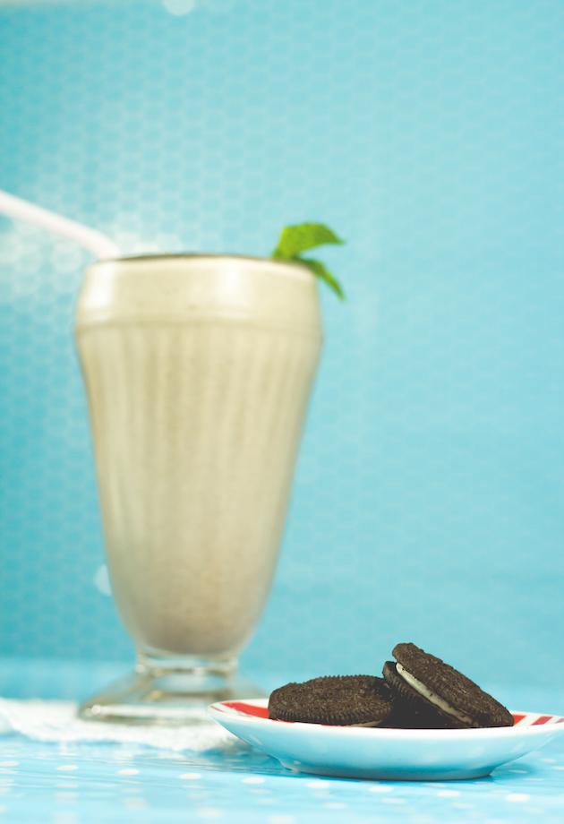 receitas-de-drinks-milkshake-de-oreo-com-vodka-9