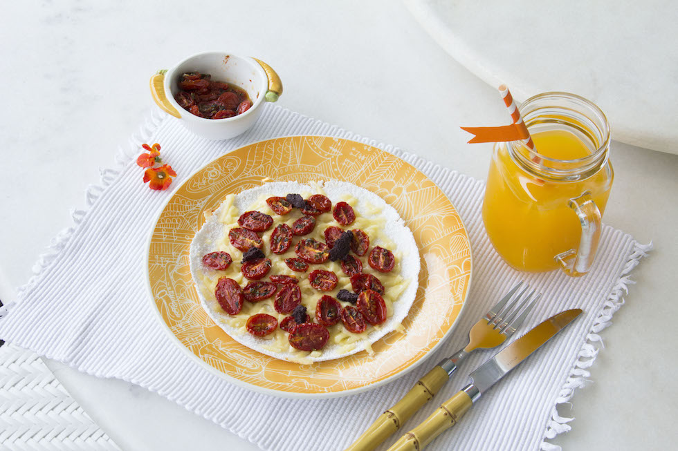 como-fazer-tapioca-2-recheios-ineditos-tapioca-pizza-queijo-coalho-tomatinho-assado-pesto-azeitonas