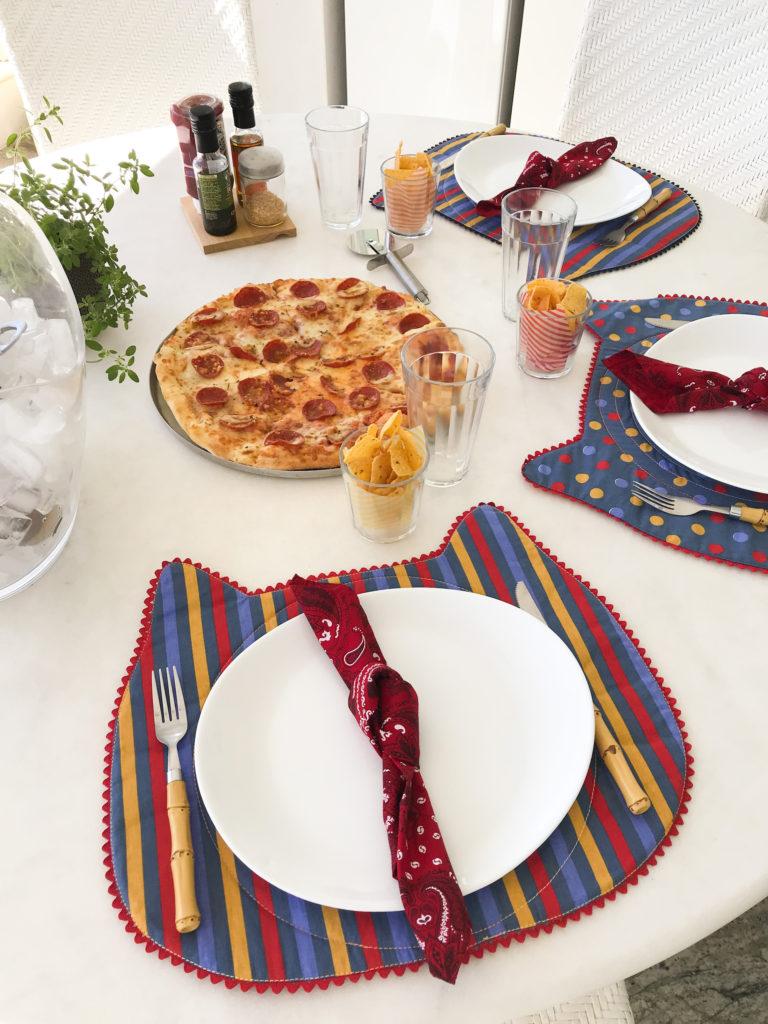 mesa posta noite da pizza recebendo amigos laina receber amigos em casa