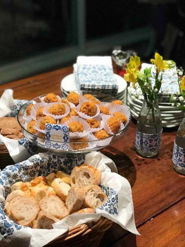 festa portuguesa para receber amigos em casa salgados de entrada