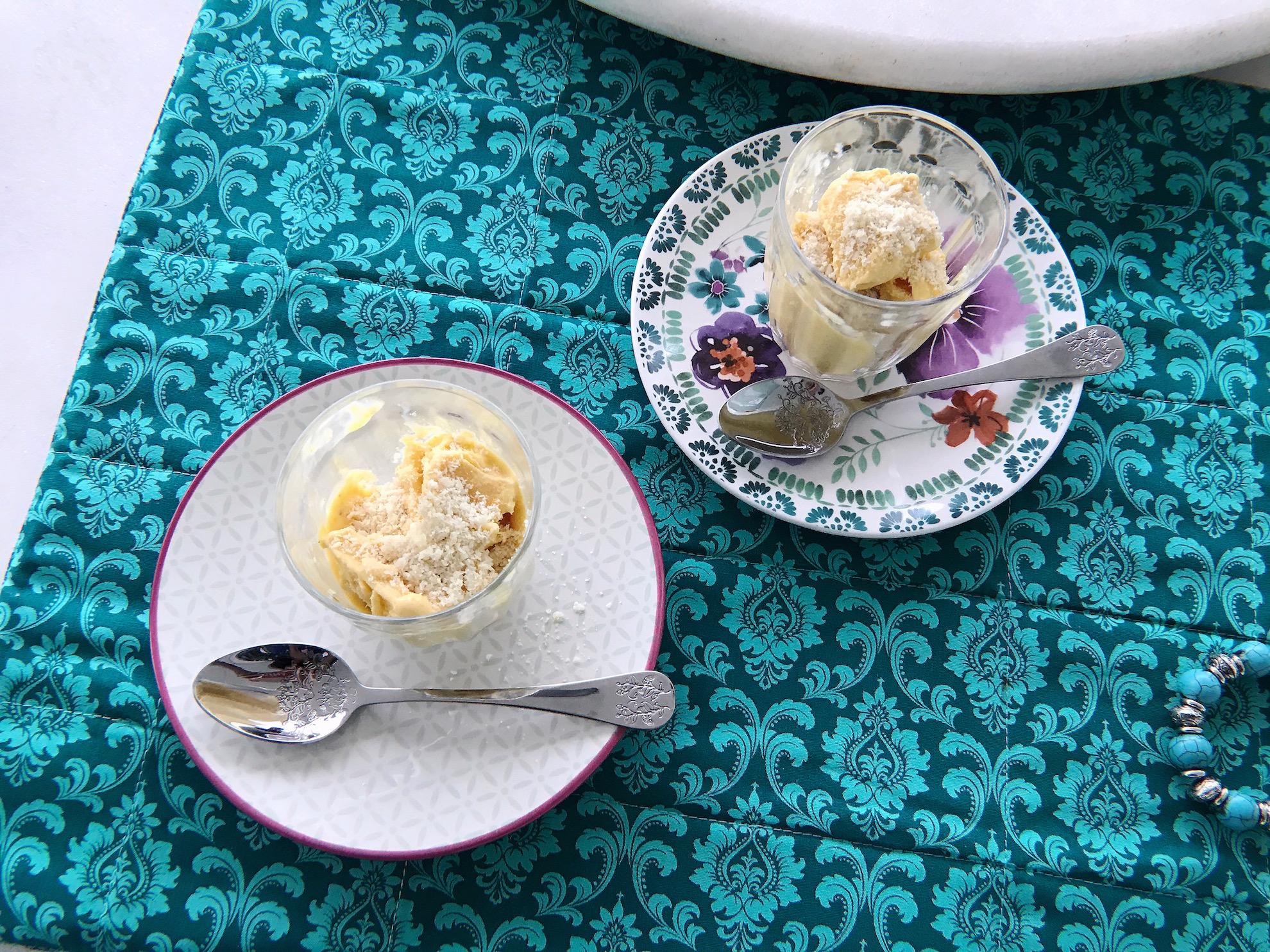 sorvete de pequi com amêndoas