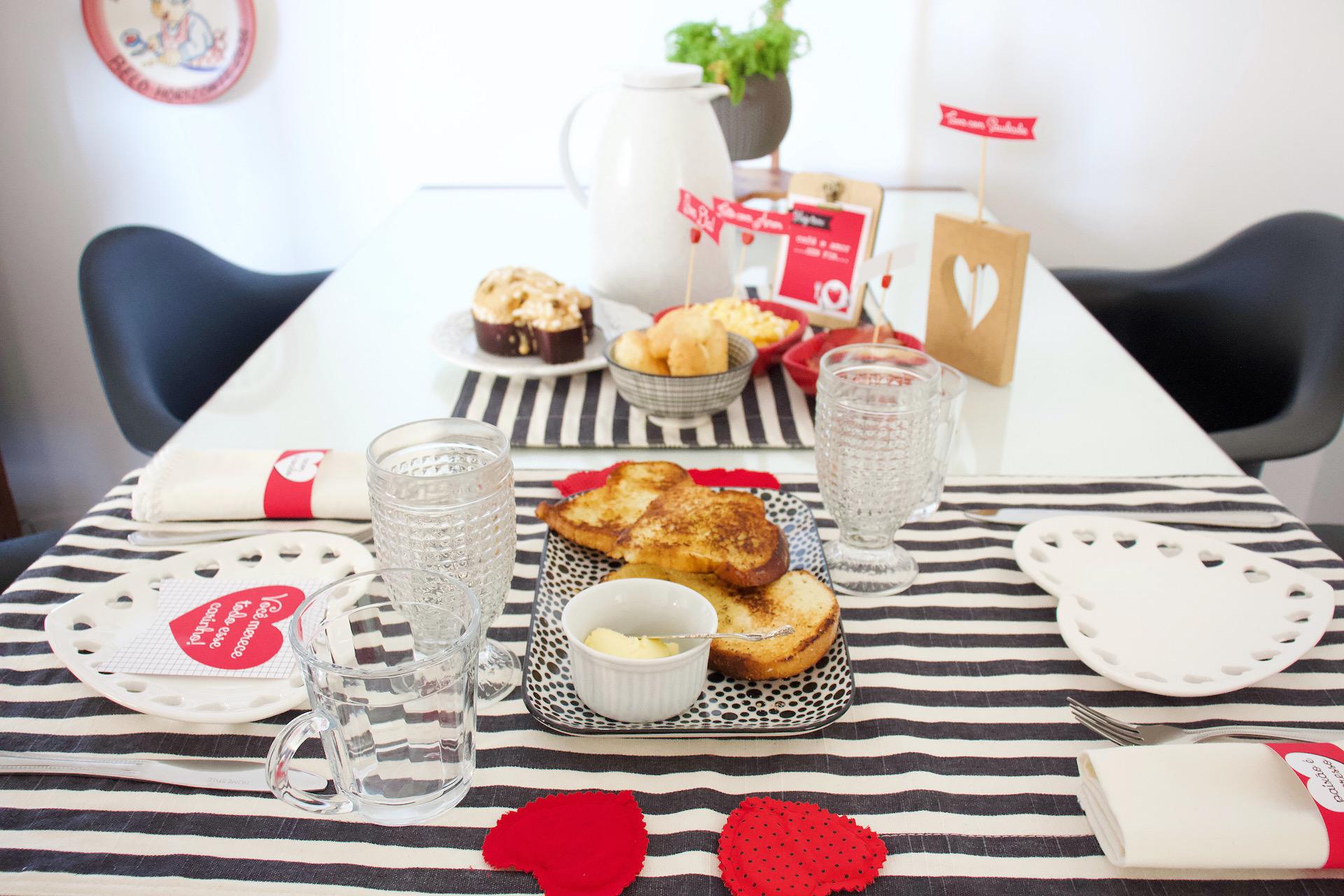 café da manhã romântico mesa posta